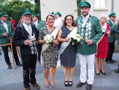 Kaiser Peter Heinecke und König Michael Wältring neue Dorfmajestäten